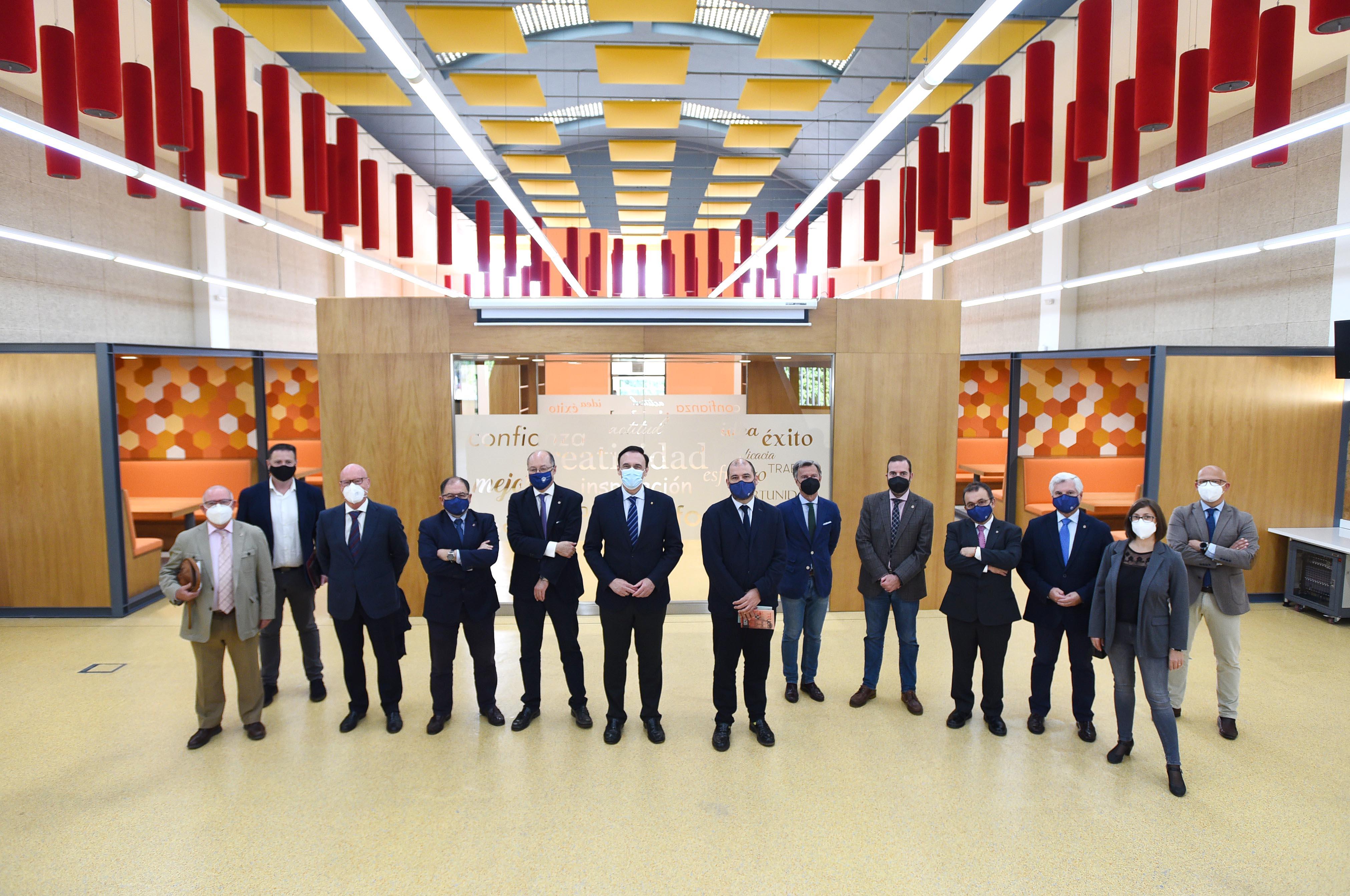 Visita del rector al Paraninfo, Finca Experimental y nueva sala de coworking en el Campus de Rabanales